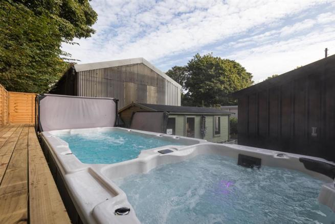 Garden, Summer House and Hot Tub