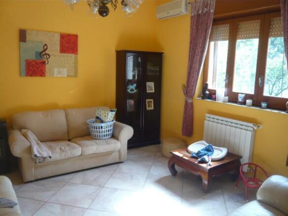 Reception/ bedroom 3