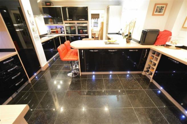Bespoke Fitted Kitchen: