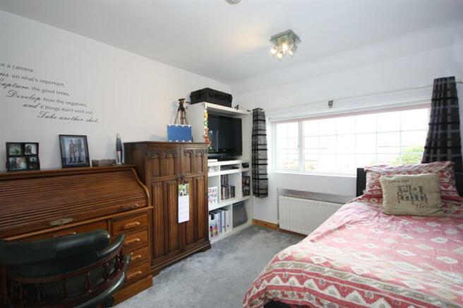 43 Lee Lane West - Bed two.JPG