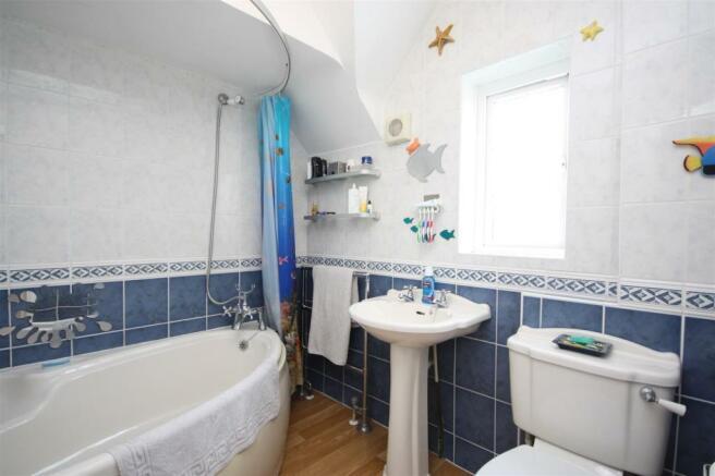 43 Lee Lane West - Bath.JPG