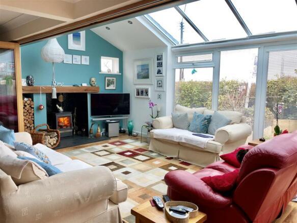 Twcross living room1.jpg
