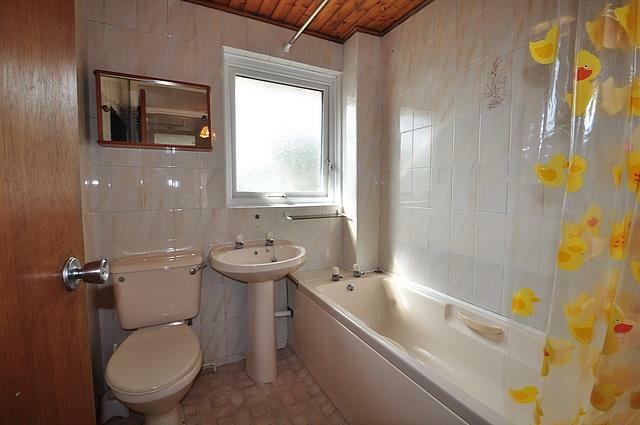 Longfield (18) April 13. Bathroom. .jpg