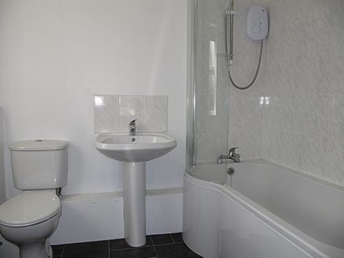 new road bathroom.jpg