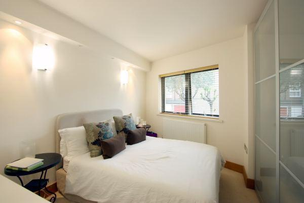 Bedroom 1 with en-s