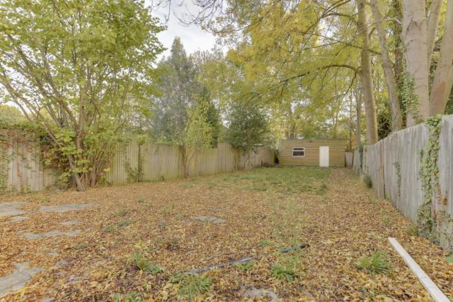 Garden with Outbuilding/Summer House
