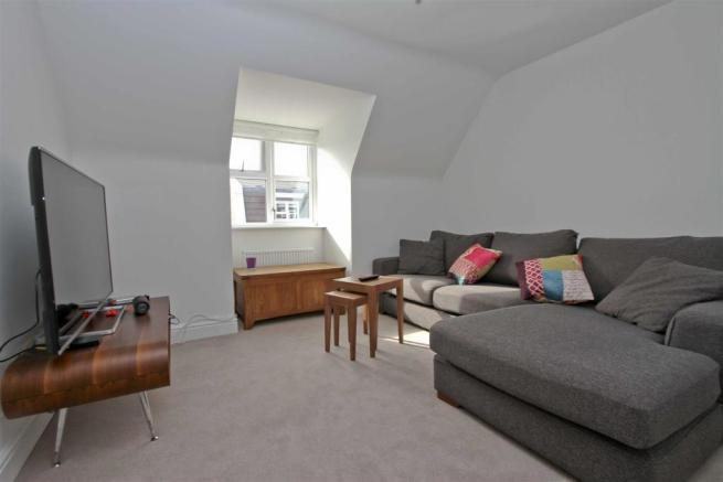 Bedroom 5/lounge