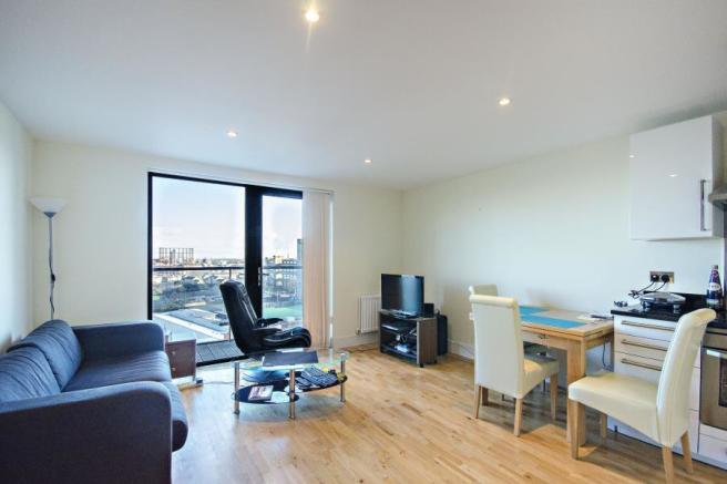 2 bedroom apartment for sale in Parkview Apartments, E14, E14