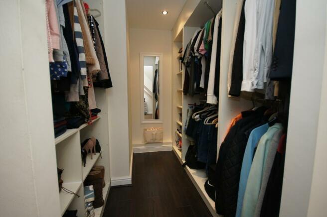 Dressing/Walk-in Wardrobe
