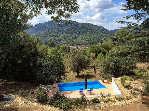 Finca with beautiful mountain and village views in Esporlas, Palmasurroundings - Majorca