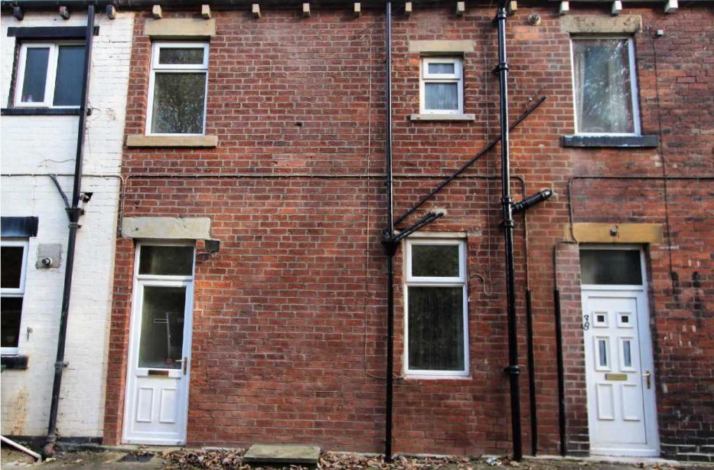 2 bedroom terraced house to rent 39 Primrose Hill, Batley, WF17 0QA