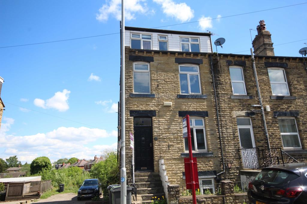 3 bedroom end of terrace house to rent 37 Street Lane, Gildersome , LS27 7HX