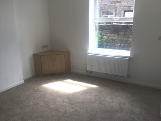 1 bedroom terraced house to rent 102 Halifax Road, Staincliffe, Batley, WF17 7RB