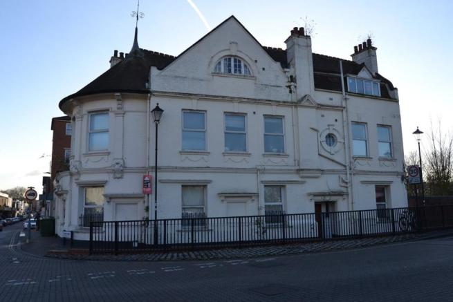 3 bedroom flat to rent in 2 Northam Road, Southampton