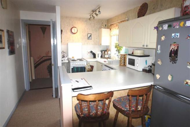 Spacious Lounge/ Dining Room/ Fitted Kitchen