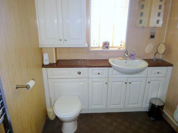 Shower Room (Annex)