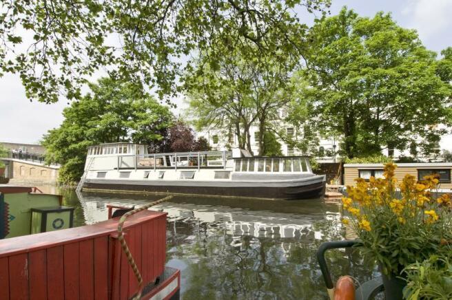 3 bedroom house boat to rent in Blomfield Road, Little Venice W9 , W9