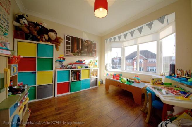 PLAYROOM / DINING ROOM