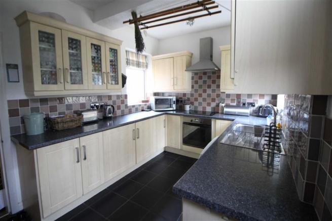 EXTENDED FITTED KITCHEN