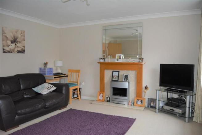 4 bedroom town house for sale in Oaktree Lane, Lindley ...