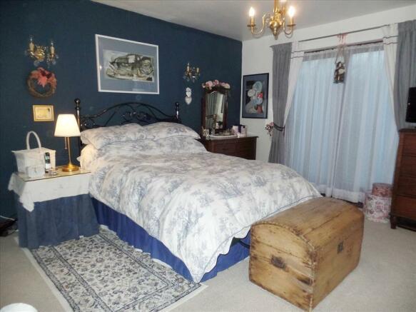 ADDITIONAL master bedroom photo