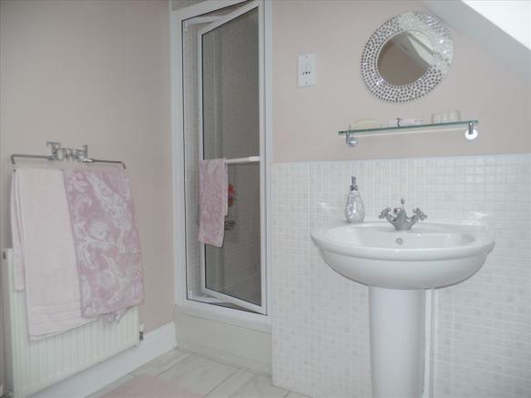 ADDITIONAL en-suite photo