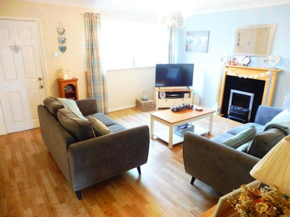 3 Bedroom Terraced House For Sale In The Hawthorns Cardiff Cf23