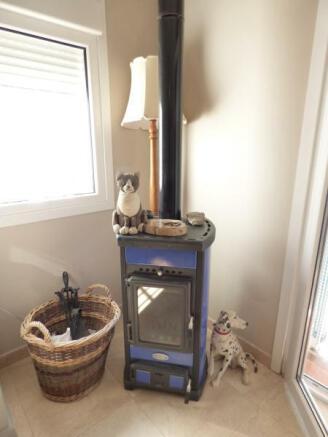 Log stove
