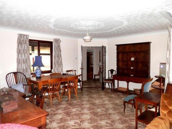 Sitting Room / Dining Room