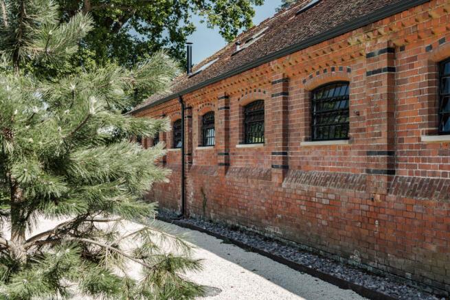 Noble Barn, nr Henley-on-Thames Berkshire (34).jpg