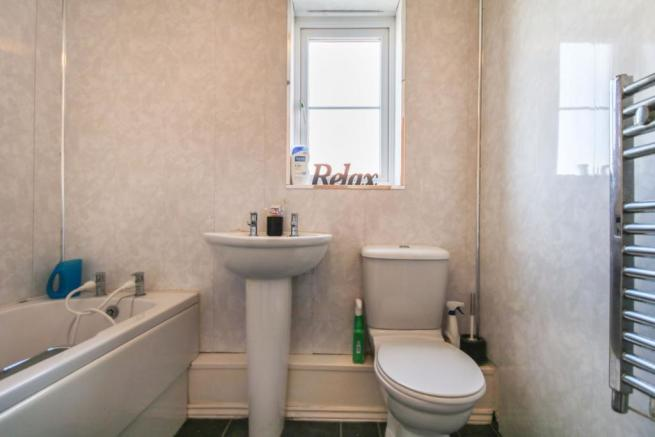 2 bedroom flat for sale in Squires Grove, Willenhall, WV12, WV12