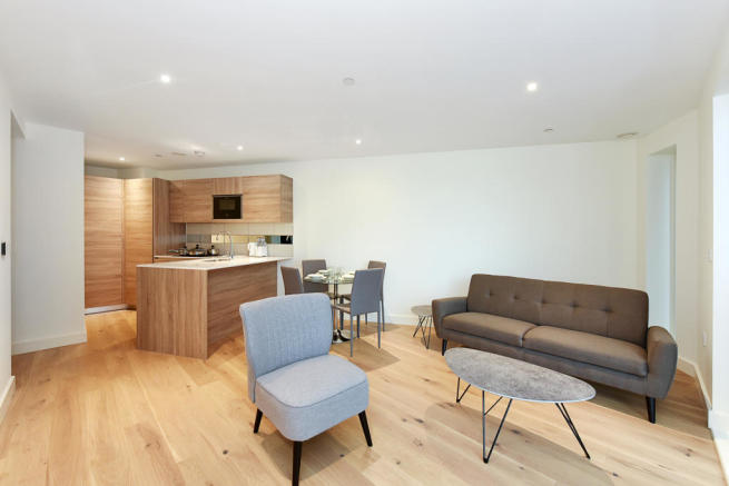 2 Bedroom Flat for Sale in Deveraux House