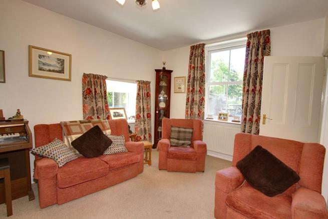 LOT 1 - Sitting room