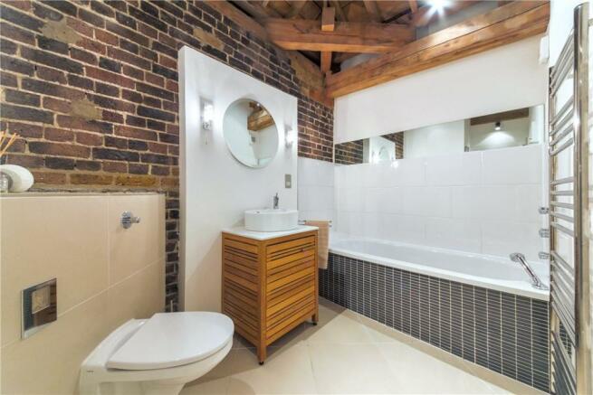 E14 Flat: Bathroom