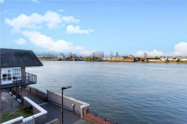 Plymouth Wharf E14