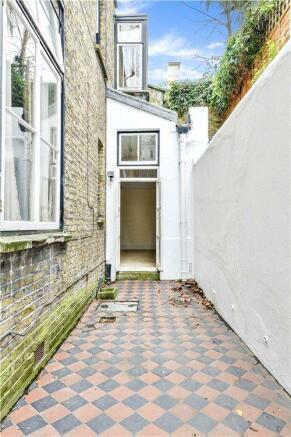Courtyard W11