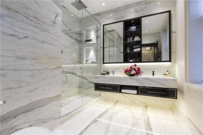 Mayfair: Bathroom