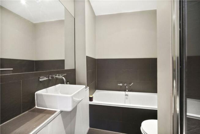 Bathroom, W10