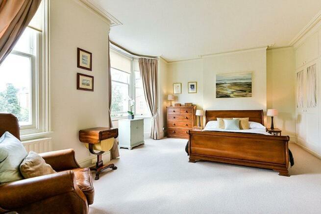 Sw12: Bedroom