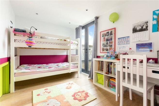 Sw11: Bedroom