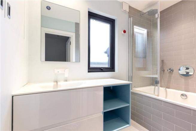 Sw11:Bathroom