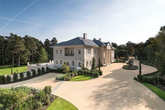 Windlesham: Palatial