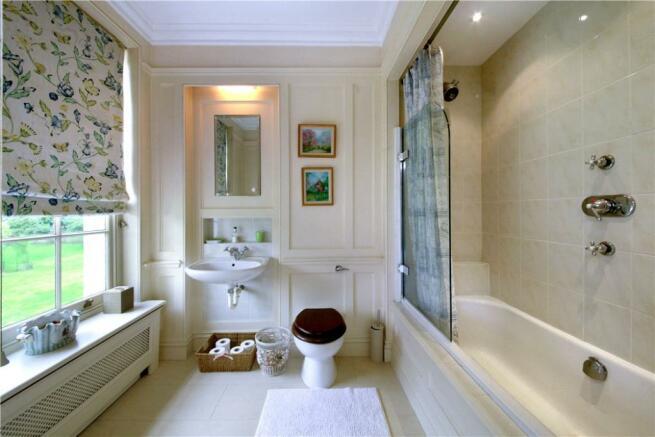 Ascot, 5 Bathrooms