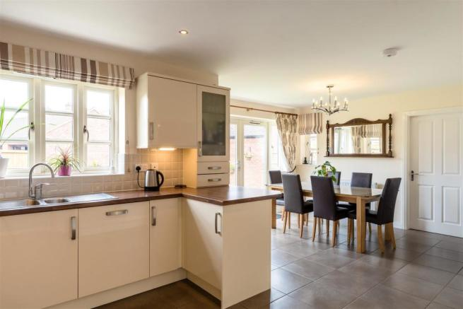 Family/Dining Kitchen
