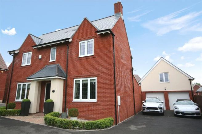 4 bedroom detached house for sale in Hurricane Drive, Stoke Orchard