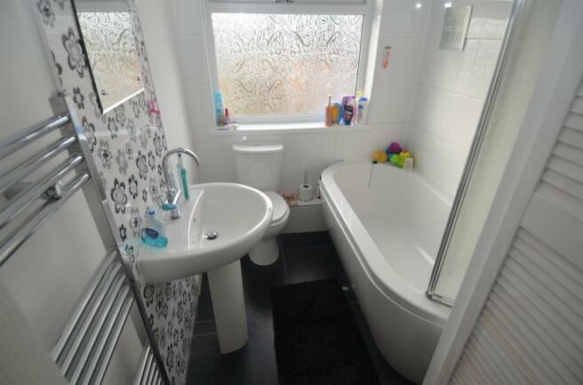55 Bucklands End Lane - Bathroom.JPG