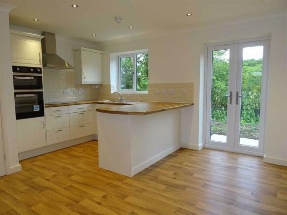 Living Room / Kitchen: