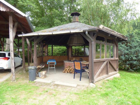Barbecue hut