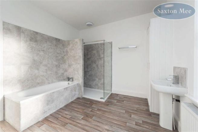 LUXURIOUS NEW LARGE BATHROOM