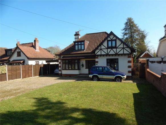 a596d29c99 4 bedroom detached house for sale in Intwood Road